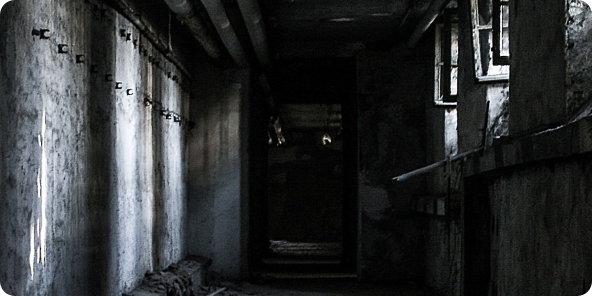 Abandoned Hallway - 6 Thriller-Autoren, die Sie nie Vergessen Werden